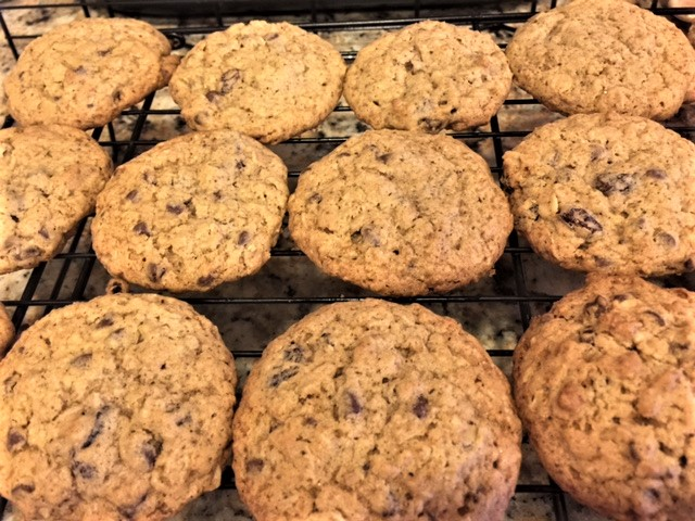 oatmeal raisin chocolate chips cookies